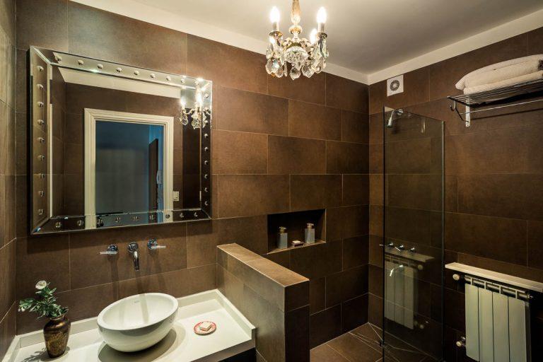 Apart Hotel Buenos Aires Bathroom Shower Mirror Towels Hit Porcelain